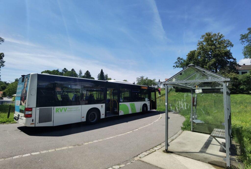 Mit dem Walhalla Bus vom Hauptbahnhof Regensburg zum Fuße der Walhalla in Donaustauf